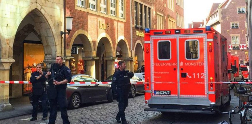 Van drives into crowd in Münster in Germany
